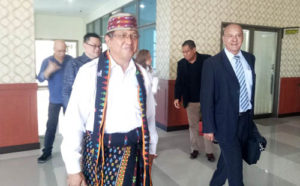 Kepala Biro Humas dan Protokol Setda NTT Marius Jelamu (kiri) bersama Head of Mission Unit and Reprentative, Ministry for Foreign Affairs and Cooperation Joao Mendes Goncalves (kanan). Foto: lintasntt.com